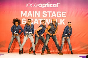 100% Optical catwalk