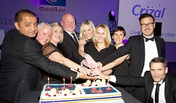 Essilor Teamcutting the cake 25 years